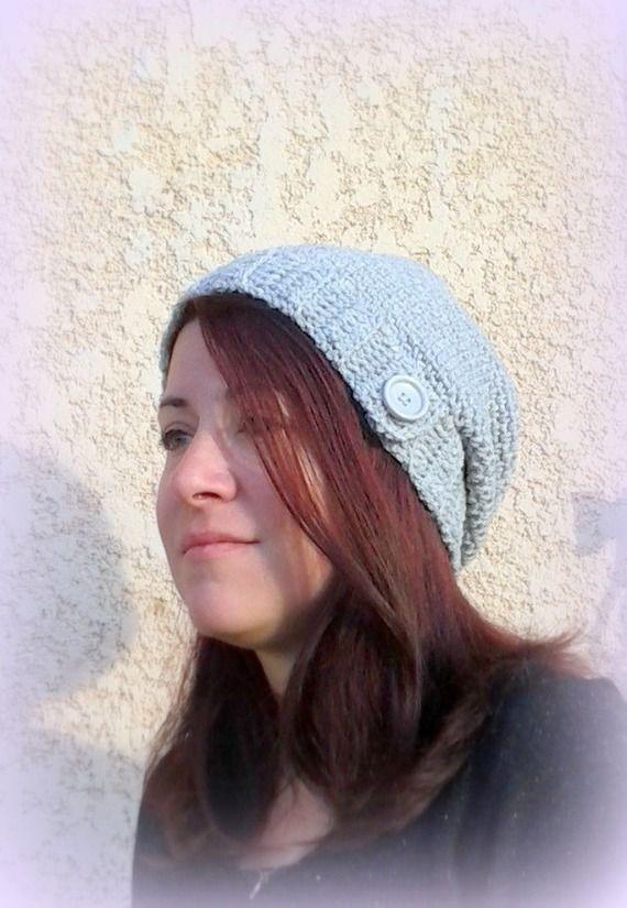Bonnet gris perle bord côte bouton slouch gris tricoté main au crochet made in France : Chapeau, bonnet par c-comme-celine