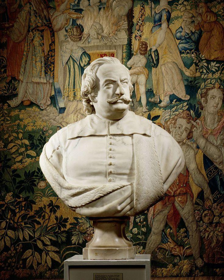François Dieussart | Portrait of Pieter Spiering, François Dieussart, c. 1645 - c. 1650 | De man is frontaal afgebeeld, het hoofd naar rechts gewend. Zijn wenkbrauwen zijn enigzins gefronst. Hij heeft een grote snor en golvend haar, dat tot op de schouders valt. Over zijn met knopen gesloten buis met splitmouwen draagt hij een met bont gevoerde mantel. De platte kraag is over de mantel gelegd. Op geprofileerd, ingezwenkt voetstuk.