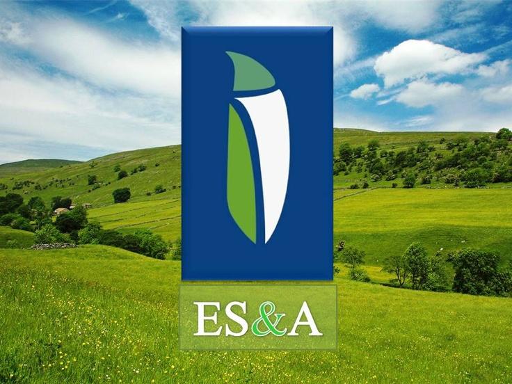 Reducción de logo sobre imagen típica del campo uruguayo: las verdes colinas.