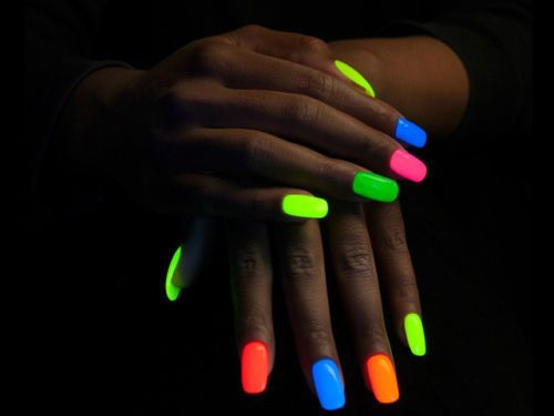 Light up your night with this super-strong, glow in the dark nail polish! It's a best-seller, and it's 50% off for the next few hours, so get a move on! NET WT: 8ml