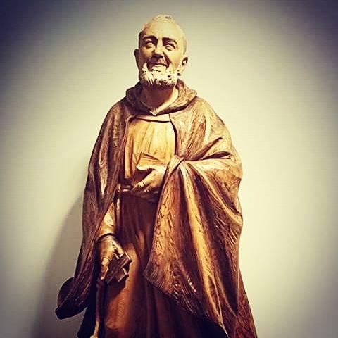 """""""Mi pasado, Señor, lo confío a tu misericordia, mi presente a tu amor, mi futuro a tu providencia"""" (San Pío de Pietrelcina) -Ruega por nosotros."""