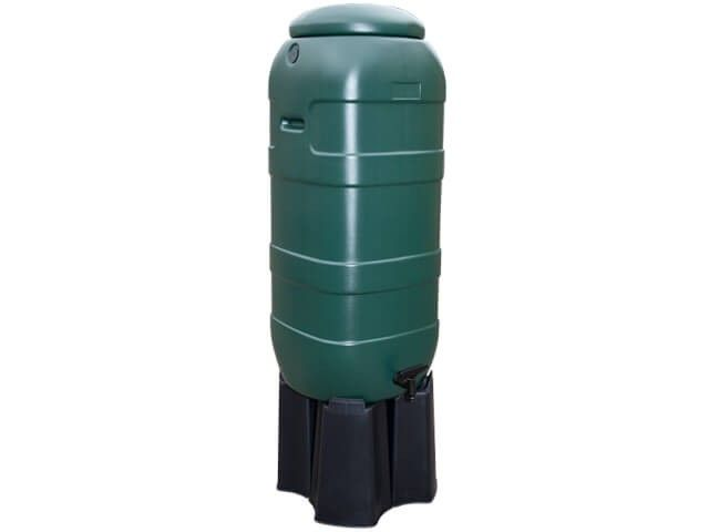 Kunststoff Regentonne Slimline (Rainsaver) grün 100 Liter auf Fuβ.