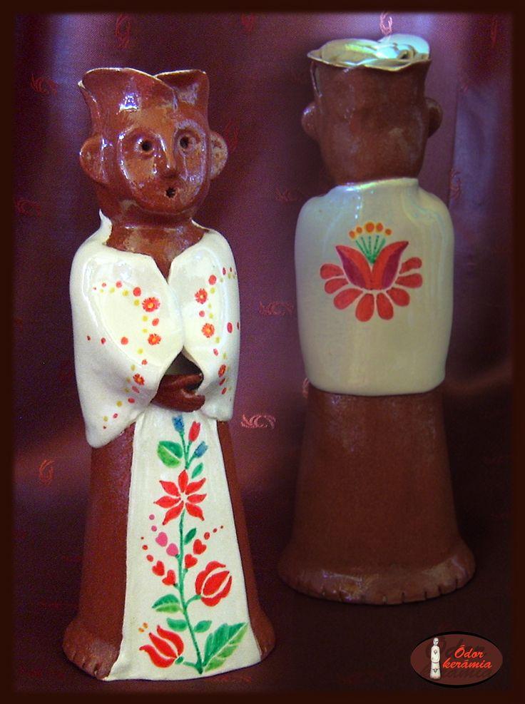 Hungarian folk motives ceramics - Kalocsai mintás Rózsa Jankó (westerwaldi fehér agyag, engóbozva, mázazva, festve)