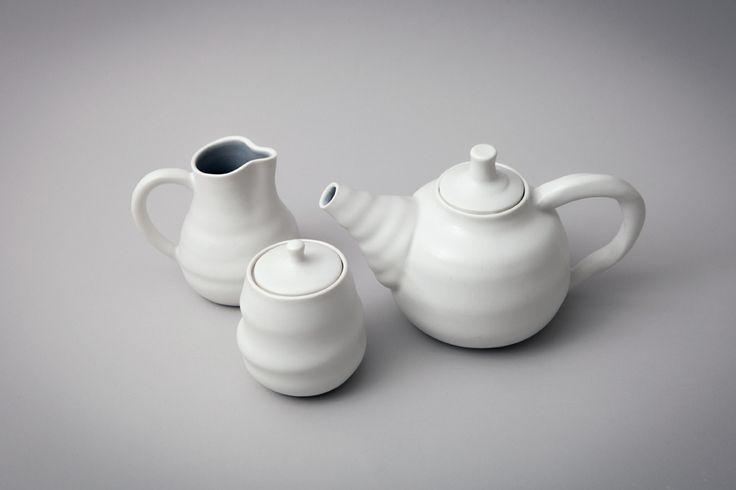 Tea pot, jug and sugar bowl