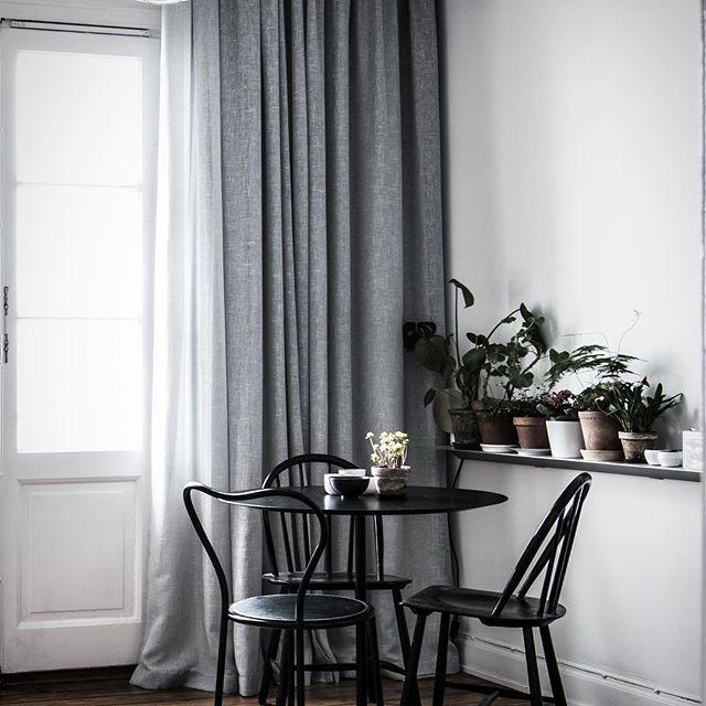 ★ Lorensbergsg 3A 6 trapper upp med fransk balkong och fri utsikt över hela Långholmen Ansvarig Mäklare: Pia-Lotta Svensson ———————————————————————— #interior #interiordesign #nordiskahem #södermalm #home #realeatate #livingroom #scandinavianhome #interiordecor #interiØr #bedroom #photooftheday #interior4all #interiors #interior123 #design #room #roomforinspo #instahome #skandinaviskehjem #m #interiorforyou #interiordetails #instagood #retro #vintage #homedecore #homesweethome #instaday