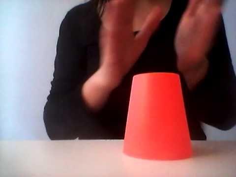 Rytmické hry s předměty všedního dne - Hry s kelímky: cups song - YouTube