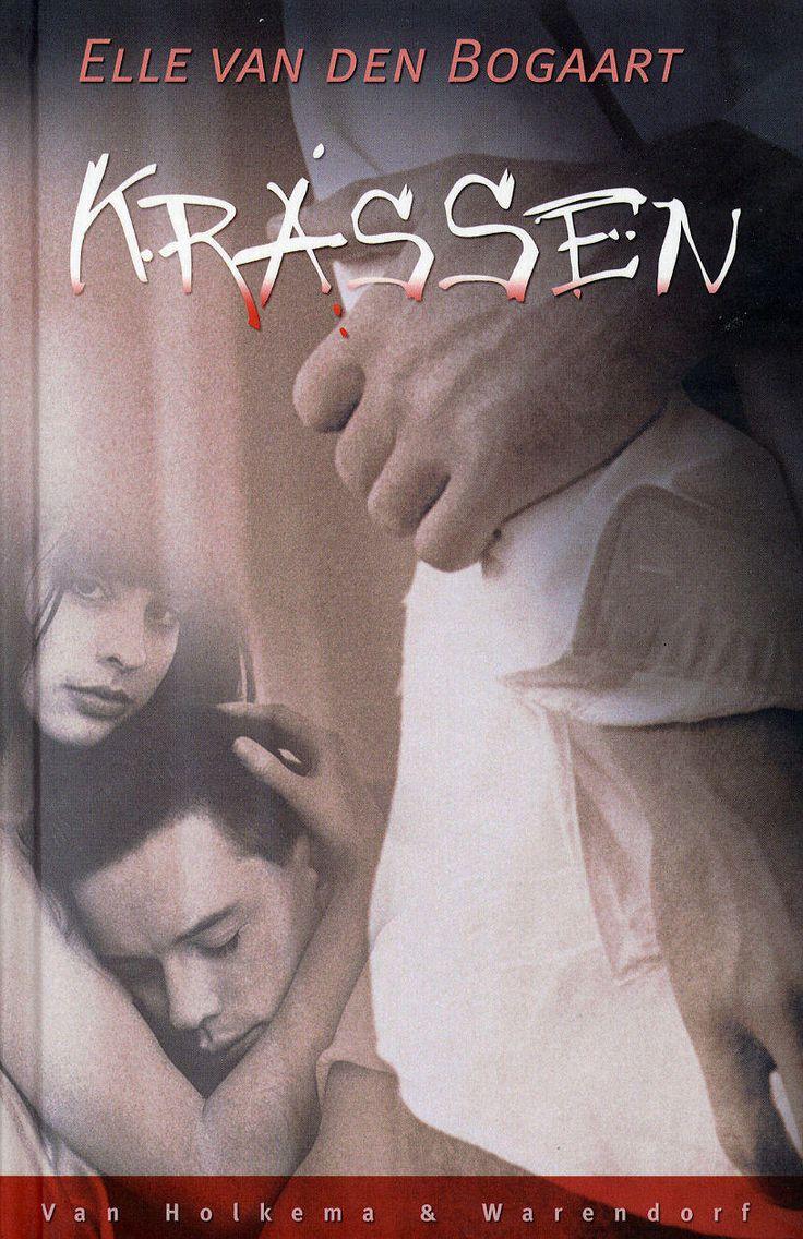 1.VOORKANT VAN HET BOEK. De afbeelding hierboven is de voorkant van het boek Krassen.  De titel, kaft en korte samenvatting op de achterkant van het boek maakte mij erg nieuwsgierig. Op de site http://lezenvoordelijst.nl las ik ook de waardering van anderen. Daarom wilde ik ook graag dit boek lezen.