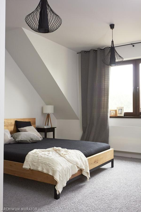Minimalistyczna szara sypialnia na poddaszu