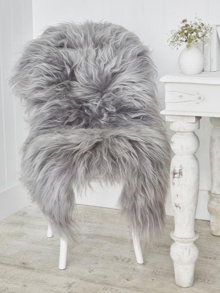 If you are kitting our your seating area in a wholesome hygge kitchen, faux fur throws are ideal! Snuggle up with a mug of hot chocolate, for pure cosy kitchen bliss. This kitchen pairs white walls and furniture for a truly Scandinavian feel, and the throw used is in fact an Icelandic sheepskin rug. Recreate this look with oak cabinet doors painted in Farrow & Ball's All White. http://www.solidwoodkitchencabinets.co.uk/cabinets_blog/danish-art-hygge-solid-wood-kitchens/