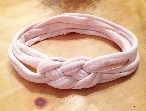 Projects to recycle t-shirts: leg warmers, infinity scarf, flower, ruffle scarf, t-shirt yarn, dog toy, knotted headband, grocery bag