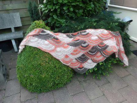 lace shawl. A Drops pattern