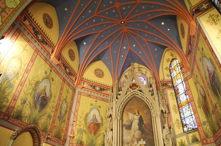 Tarczyn - tu wznosi się wspaniały gotycki kościół pod wezwaniem św. Mikołaja z pierwszej połowy XVI wieku.
