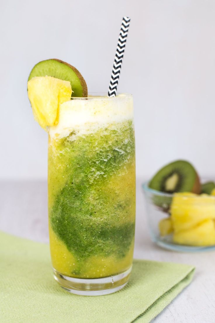 Meet Your New Anti-Inflammatory BFF: The Kiwi-Pineapple Smoothie | Brit + Co