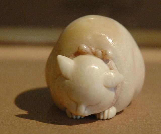 Netsuke cat