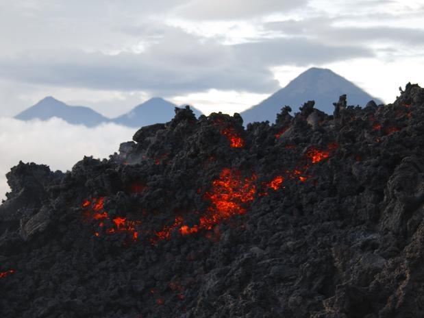 Vulcão Pacaya, Guatemala. Ativo desde 1965 ,entrou em erupção mais de vinte vezes nos últimos 500 anos.