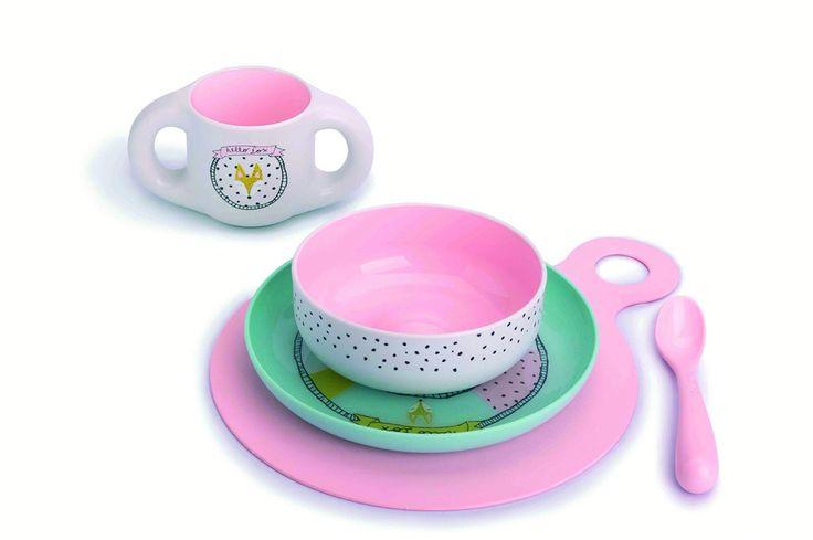 SET REPAS Hello Fox Rose Sous plat en silicone anti-dérapant  + Assiette + Bol + Tasse + Cuillière Vaisselle ergonomique, 0% BPA. Vaisselle incassable et micro-ondable, passe au lave-vaisselle. Contenance de la tasse : 200ml Prix : 39 €