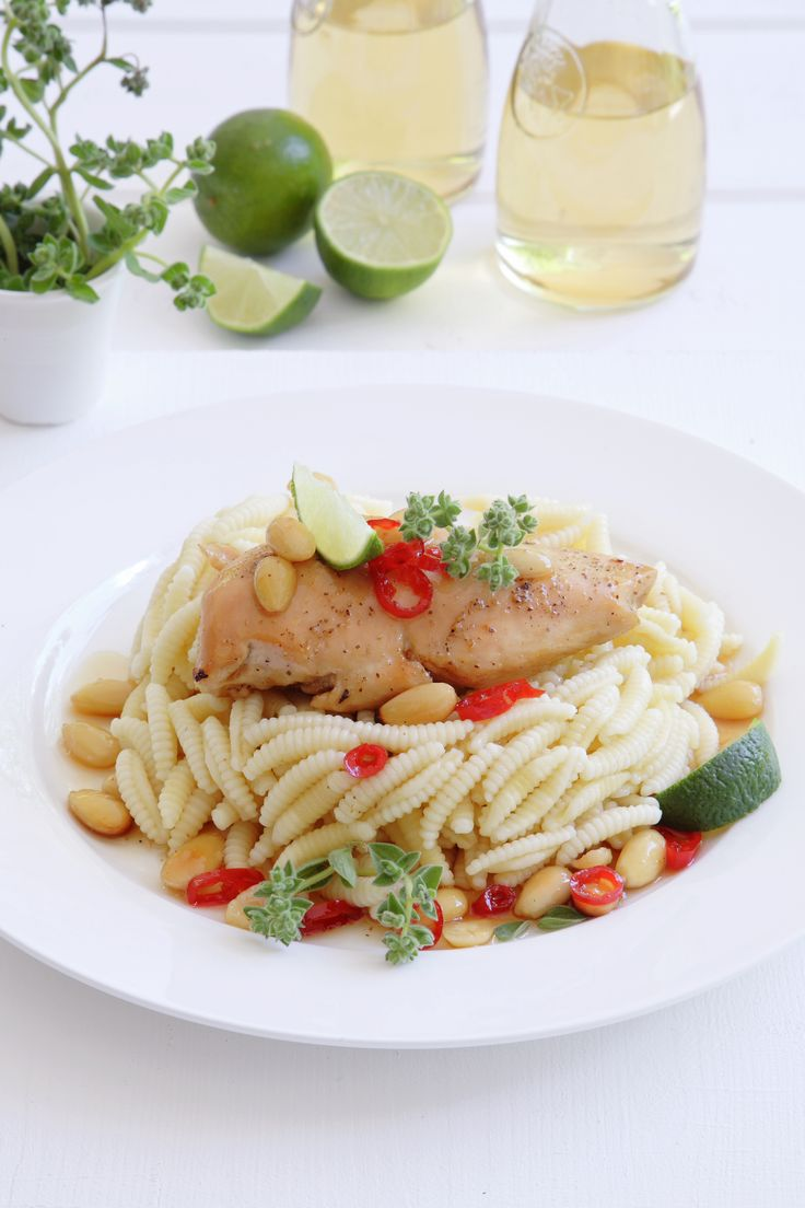Try a different chicken recipe with honey, almonds and lime http://www.instyle.gr/recipe/kotopoulo-meli-amigdala-ke-laim/