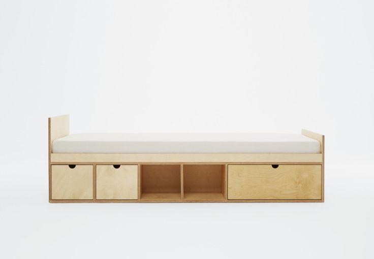 Łóżko dla dzieci idealnie nadaje się do dziecięcego pokoju. Sklejka, z której jest wykonany mebel, jest bardzo trwałym i naturalnym materiałem. Szuflady i półki pozawalają na przechowywanie zarówno osobistej garderoby jak i skarbów.