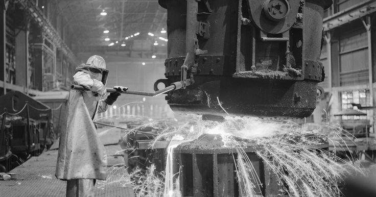 Historia de la soldadura TIG. La soldadura TIG es uno de los tipos más comunes de soldadura profesional usados hoy en día. Ésta es especialmente útil para soldar delgadas láminas metálicas, o ciertos tipos de metales como el aluminio y otros metales ligeros que pueden ser más difíciles de soldar mediante otros métodos. Originalmente se creó para soldar estructuras de ...