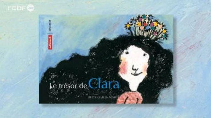 """Clara vit au Brésil. Elle a 12 ans et travaille dans un orphelinat. Chaque jeudi, elle retrouve ses amis dans la rue pour partager son trésor : de merveilleuses histoires qui font rêver. Entre paradis artificiels et paradis imaginaires, Clara et ses amis ont choisi.  Une évocation sensible et juste du quotidien des enfants des rues du Brésil bien éloignée des images clichés que nous propose la Coupe du Monde de football. A découvrir absolument !  """"Le Trésor de Clara"""" est une histoir..."""