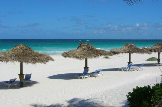 Pink Sand Beach, un nom évocateur dans les Bahamas. © Jérome ROCHEY