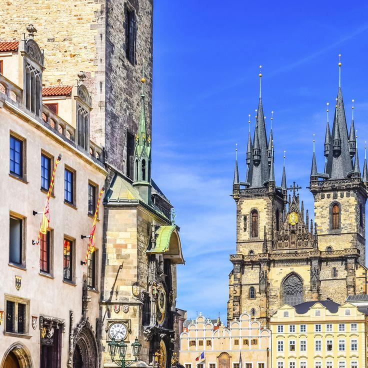Et af Europas mest kendte torve finder du på storbyferie i Prag. Læs mere om Prag her: http://www.apollorejser.dk/rejser/europa/billige-rejser-til-prag Find din næste storbyferie: http://www.apollorejser.dk/rejser/storbyferie