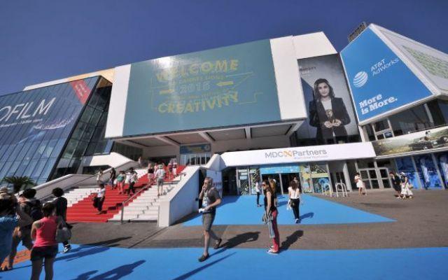 Figuraccia Italia al Festival di cannes. Bocciati i nostri creativi La creatività italiana non esiste più. Almeno questo è quello che emerso dal Festival di Cannes, dove i pubblicitari italiani hanno ottenuto solo due bronzi. Dove è finita la scuola creativa che domi #creativi #italia #cannes