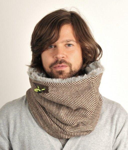 Lækkert tube tørklæde, med falsk pels-kant i toppen og frisk limegrøn fleece-for i bunden.