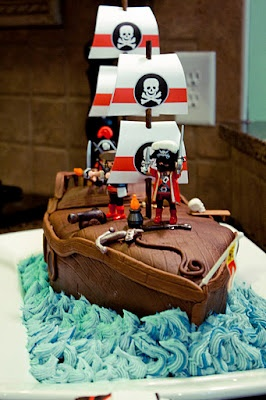 pirate cake.... Would love this for Brayden's first birthday. Probably won't happen, but it's nice to dream ;)