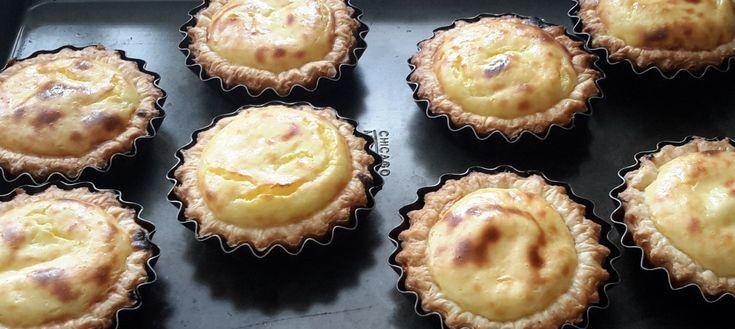 Pastéis de Belém (Portugese gebakjes). In Portugal at ik ooit deze heerlijke gebakjes. Ze heten pastéis de Belém of pastéis de nata. Ze zijn eenvoudig te maken en succes verzekerd.