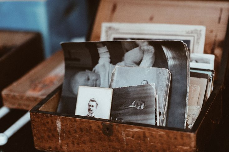 A guide to the best free online photo storage options, with details about unique features for each of the popular online photo storage free options.