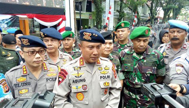 Dunia Berita - Kapolda Jawa Barat Irjen Agung Budi Maryoto mengatakan, Pemilihan Kepala Daerah (Pilkada) 2018 yang hanya diikuti dua pas...