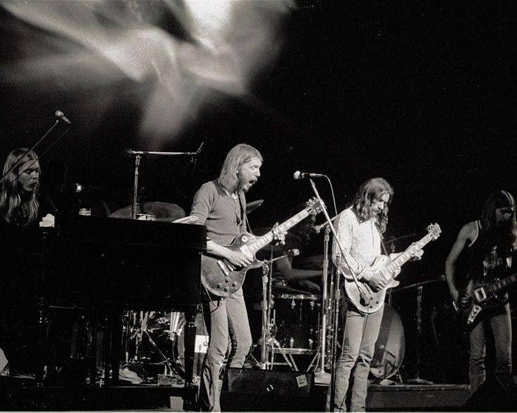 Fillmore East, NYC, June 26, 1971, closing weekend – photo Ben Haller  The Allman Bros.Band.  (736×588)
