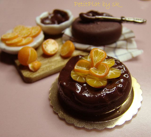 Miniature Food - Prep'Board Chocolate Orange Cake by PetitPlat.