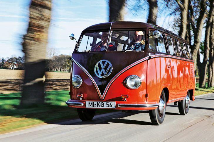 Ihm fliegen noch immer alle Herzen zu: Der liebenswerte T1 Samba-Bulli mit seinen 23 (!) Fenstern erobert schon seit den 50er Jahren die Straßen der Welt.