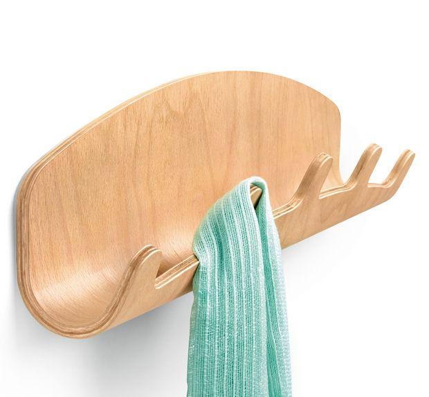 Woodrow è un'attaccapanni da parete progettato per integrare una piattaforma di legno per telefoni, chiavi occhiali e posta, completato da 5 ganci per appendere abiti e accessori. Questo organizer da ingresso è fissato al muro e fornisce molteplici forme di utilizzo.  PROGETTAZIONE ISPIRAZIONE: Woodrow  è sempre stato il mio preferito perché lattina di suo calore e la versatilità, e sembra grand