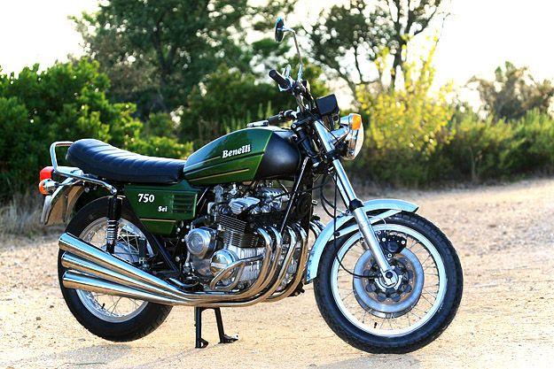 Legendario superbike Benelli de la década de 1970. El 750 Sei fue la primera moto de producción con un motor de 6 cilindros.