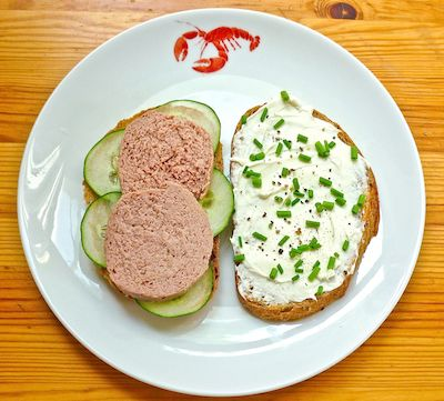 liverwurst and cream cheese sandwich from A Wrinkle in Time