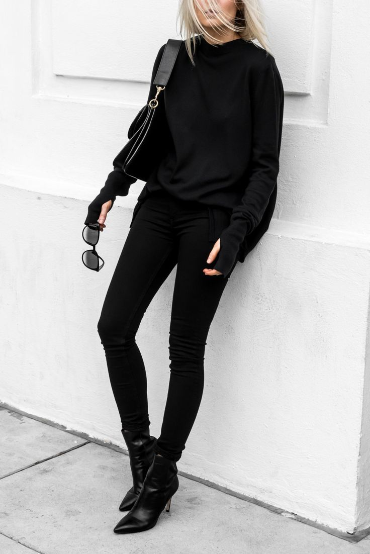 Can't go wrong with an all black outfit. Love. Autumn/Winter 2017.