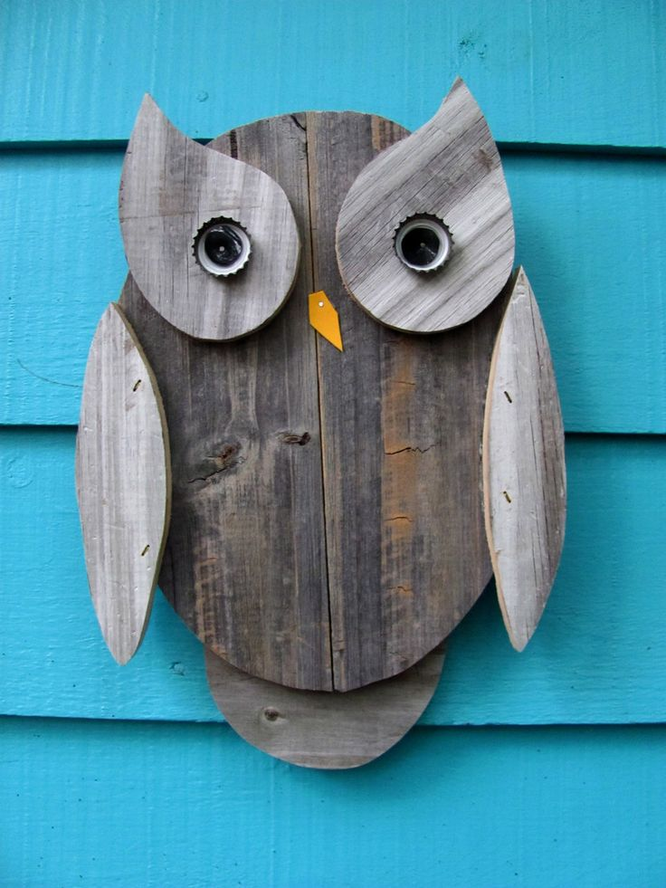 Owl wall hanging made of recycled wood. Mom, tell daddy to make this too!
