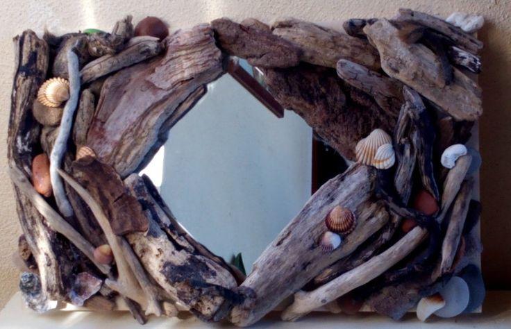 Specchio con legno recuperato in spiaggia