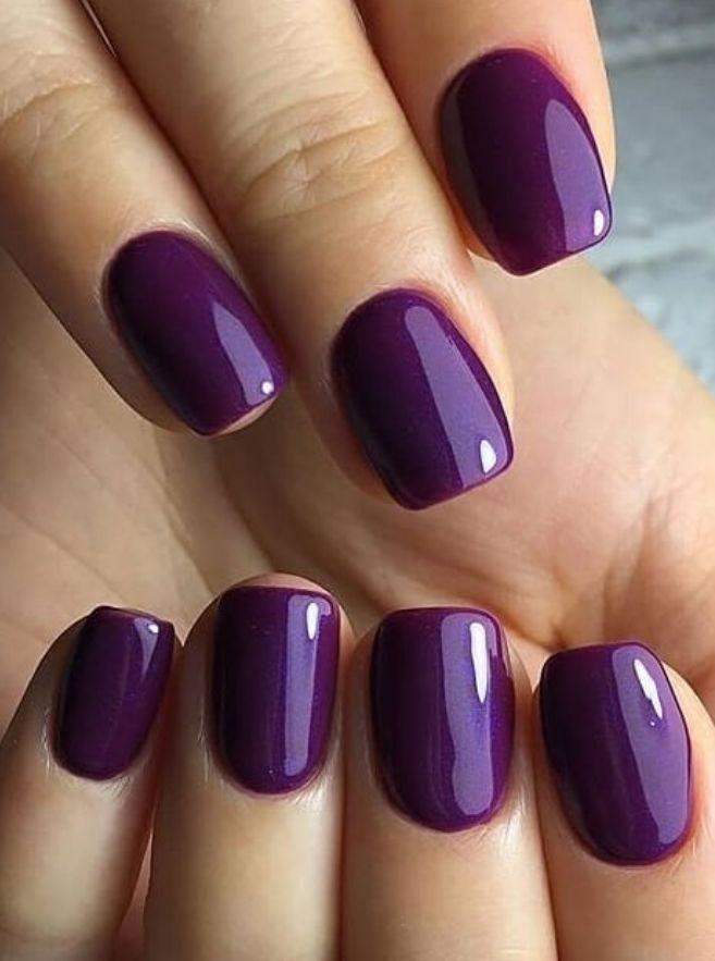 bestes natürliches elegantes lila sommer nageldesign für kurze quadratische nägel