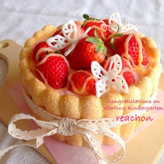 苺ムースのシャルロットケーキ