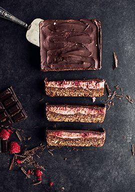 Barres aux dattes, au chocolat & aux framboises (à base de purée de haricots blancs) - Troisfoisparjour