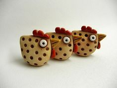 The Easter decoration-speckled hen....(whacky cuteness!! i can picture these in long wired legs, too.)...