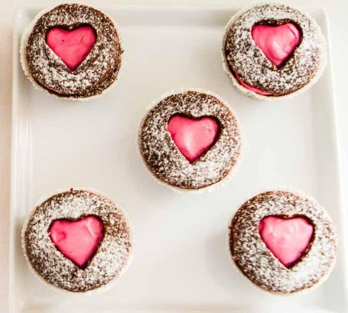Cupcakes muy románticos! Via blog.fiestafacil.com / Very romantic cupcakes! Via blog.fiestafacil.com