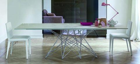 Octa design  Bartoli Design Disordine ordinato e leggerezza caratterizzano un tavolo decisamente inconsueto ed elegante.