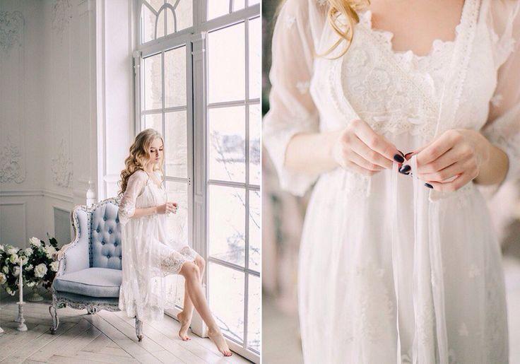 Два кадра: 1 - невеста сидит на стуле по свету у окна, взгляд вдоль окна, в пеньюаре, сидит на спинке стула. 2 - Кроп по шею - акцент на руках, играющих с халатиком