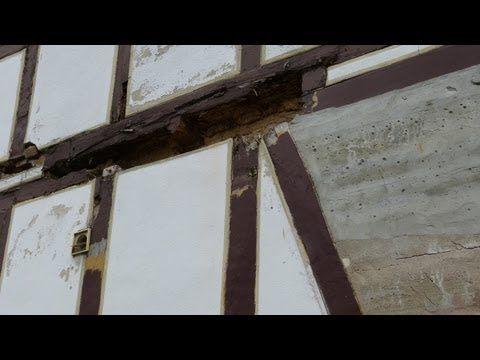 Fachwerk richtig restaurieren mit natürlichen Materialien: Kalk, Leinöl, Kaseinfarbe, Hanf - YouTube