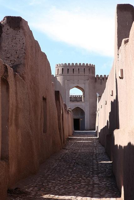 Un castillo de barro, Rayen, en Irán